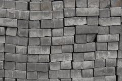 Pedras de pavimentação dos tijolos em páletes, pedras do close-up da textura do fundo que pavimentam as estradas, materiais para  foto de stock royalty free