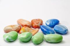 Pedras decorativas coloridas em um fundo branco Imagem de Stock Royalty Free
