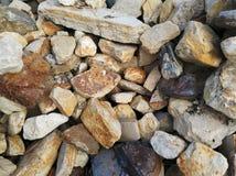 Pedras do marrom da parede de pedra grandes Imagem de Stock