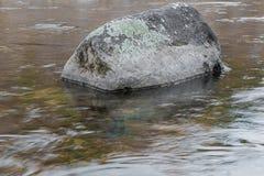 Pedras do rio com em natureza Fotografia de Stock Royalty Free