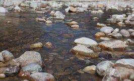 Pedras do rio na água Fotografia de Stock Royalty Free