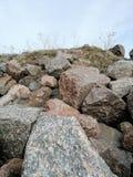 pedras e c?u com nuvens imagem de stock royalty free