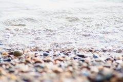 Pedras e fluxo na praia Imagens de Stock
