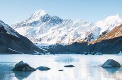 Pedras e lago hooker dos iceberg o, geleira do navio de pesca a linha imagem de stock