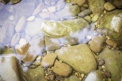 Pedras e superfície da água Imagem de Stock
