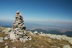 Pedras empilhadas acima na montanha Foto de Stock Royalty Free