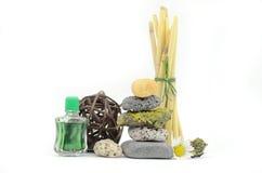 Pedras empilhadas dos termas com óleo do aroma Fotografia de Stock Royalty Free