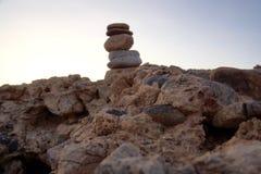Pedras empilhadas no deserto Fotografia de Stock Royalty Free