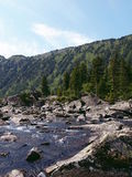 Pedras entre o lago Mult 13 do parte inferior e o médio imagem de stock royalty free