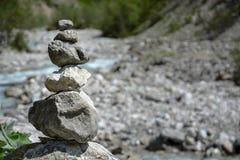 Pedras equilibradas imagens de stock