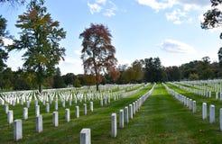 Pedras graves de pedra brancas do soldado americano no nacional de Arlington fotos de stock royalty free