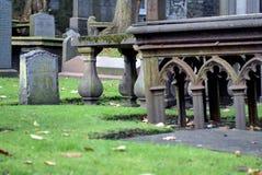 Pedras graves velhas em Kirk de São Nicolau em Aberdeen, Escócia fotografia de stock royalty free