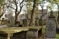 Pedras graves velhas em Kirk de São Nicolau em Aberdeen, Escócia imagens de stock
