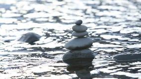 Pedras na água video estoque