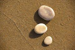 Pedras na areia Fotos de Stock