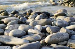 Pedras na costa imagens de stock
