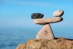 Pedras no equilíbrio simétrico Foto de Stock Royalty Free