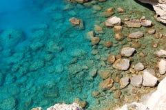 Pedras no mar Ionian Foto de Stock