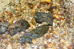 Pedras no oceano, mar Uso da imagem para o conceito da natureza do fundo Foto de Stock