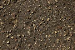 Pedras pequenas na terra preta Textura fotografia de stock royalty free