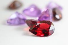 Pedras preciosas coloridas com pedra da grandada Imagem de Stock