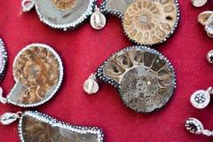 pedras preciosas minerais naturais como uma colar Imagens de Stock