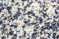 Pedras pretas da textura do fundo e vidro translúcido do firepit fotografia de stock royalty free