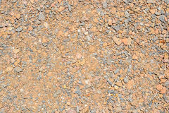 Pedras pretas, vermelhas, azuis e seixos em uma terra Fotografia de Stock Royalty Free