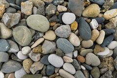 Pedras redondas coloridas encontradas na praia Imagem de Stock