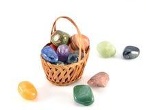 Pedras semipreciosas na cesta Imagem de Stock