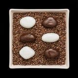 Pedras simbólicas em uma bacia branca Fotografia de Stock Royalty Free