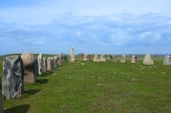 Pedras stenar do ` s da cerveja inglesa de Ales, local arqueológico na Suécia do sul imagem de stock royalty free