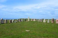 Pedras stenar do ` s da cerveja inglesa de Ales, local arqueológico na Suécia do sul imagens de stock