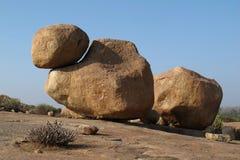 Pedregulho grande dado forma original do granito em Hampi, Karnataka Boulder p imagens de stock royalty free