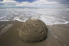 Pedregulhos de Moeraki do mistério no mar pacífico Imagem de Stock Royalty Free