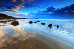 Pedregulhos de Moeraki, Nova Zelândia fotos de stock