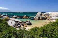 Pedregulhos praia, província de cabo Imagens de Stock