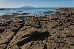Pedregulhos vulcânicos em Omaha Bay Fotografia de Stock Royalty Free