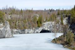 Pedreira de mármore no parque da montanha Foto de Stock