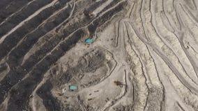 Pedreira gigante com extração de minerais vídeos de arquivo
