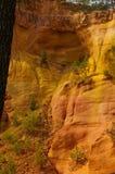 Pedreira vermelha e amarela Luberon da argila Imagens de Stock Royalty Free