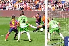 Pedro Rodriguez (Pedrito), F Spelare för C Barcelona, forsar bollen mot Getafe Royaltyfria Foton