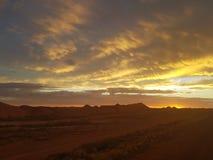 Pedy Sun Satz Coober und Opale Süd-Bergbaustadt Australiens lizenzfreie stockfotografie