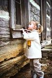 peeking ребенка Стоковые Фотографии RF