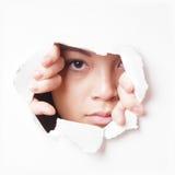 Молодой азиатский peeking женщины Стоковая Фотография RF