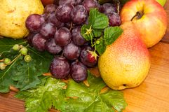 Peer en druiven Royalty-vrije Stock Fotografie