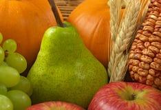 Peer onder Vruchten en Groenten Royalty-vrije Stock Fotografie