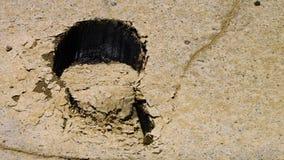 Pegada no grande deserto de sal que mostra o óleo video estoque
