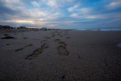 Pegadas abstratas da praia imagem de stock royalty free