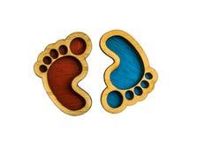 Pegadas de madeira res do brinquedo e azul usado para o isolado da decoração foto de stock royalty free